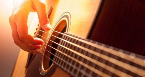 Aprendiendo a tocar la guitarra desde cero